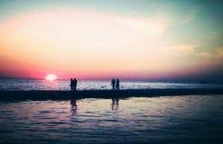 Promenade de coucher du soleil Image libre de droits