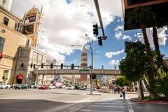 Promenade de croix de Las Vegas Boulevard Images stock