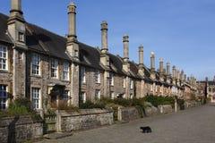 Promenade de curés dans la ville des puits - Angleterre Images stock