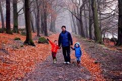 Promenade de famille ! image libre de droits