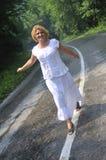 Promenade de femme de Moyen Âge Photo libre de droits