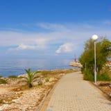 'promenade' de la costa de mar Povljana foto de archivo libre de regalías