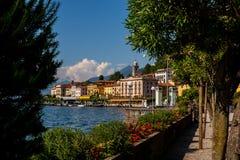 'promenade' de la orilla del lago de Bellagio Imágenes de archivo libres de regalías