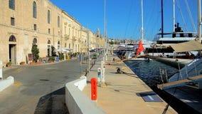 'promenade' de la playa de Birgu, Malta almacen de video