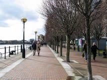 'promenade' de los muelles de Salford, Manchester Fotos de archivo