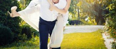 Promenade de mariage de femme d'homme Image stock