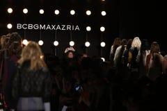 Promenade de modèles la finale de piste au défilé de mode 2016 d'automne de BCBGMAXAZRIA Photo libre de droits