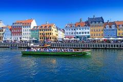 Promenade de Nyhavn au Danemark Image stock