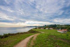 Promenade de paradis par la mer Photographie stock