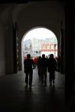 Promenade de personnes à Moscou Kremlin Site de patrimoine mondial de l'UNESCO Photo stock