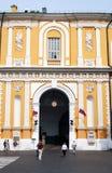 Promenade de personnes à Moscou Kremlin Site de patrimoine mondial de l'UNESCO Images libres de droits