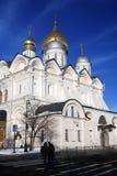 Promenade de personnes à Moscou Kremlin Site de patrimoine mondial de l'UNESCO Images stock