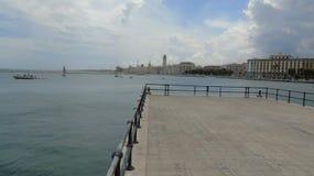 Promenade in de stad van Bari Stock Fotografie