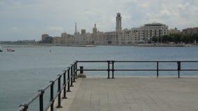 Promenade in de stad van Bari Stock Foto's