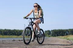 Promenade de vélo d'été image stock