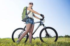 Promenade de vélo d'été photos libres de droits