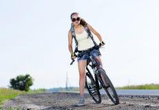 Promenade de vélo d'été image libre de droits