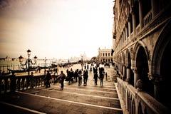 Promenade de Venise Grand Canal Image stock