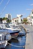 Promenade de Vodice avec les bateaux amarrés Images libres de droits