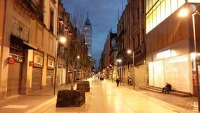 Promenade dedans en centre ville Photographie stock libre de droits