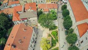 'promenade' del cuadrado de Sinj, tiro aéreo almacen de video