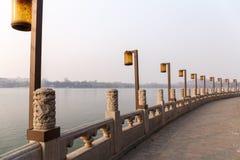 'promenade' del lago park de Pekín Beihai Foto de archivo libre de regalías