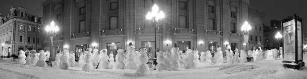 'promenade' del muñeco de nieve Fotos de archivo