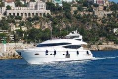 Promenade des Anglais, λιμένας της Νίκαιας, επιβατηγό πλοίο, βάρκα, γιοτ, μεταφορά νερού Στοκ φωτογραφία με δικαίωμα ελεύθερης χρήσης