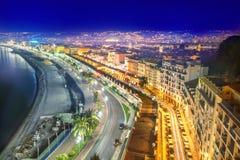 Promenade des Anglais en Niza en la noche ` Azur, rivi francés de Cote d imágenes de archivo libres de regalías