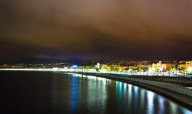 Promenade des Anglais na noite, Riviera francês Imagem de Stock