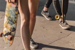 Promenade des planchistes photo libre de droits