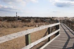 Promenade, die zu den Leuchtturm führt Lizenzfreies Stockfoto
