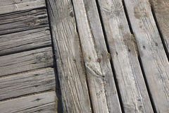 Promenade en bois avec la plage de sable photographie stock libre de droits