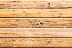 Promenade en bois de plage avec le sable pour la texture ou le fond images stock