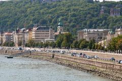 'promenade' en el riverbank del Danubio imágenes de archivo libres de regalías