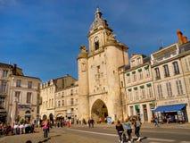 Promenade en la ciudad vieja de La Rochelle, Francia Fotos de archivo