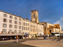 Promenade en la ciudad vieja de La Rochelle, Francia Imagen de archivo libre de regalías
