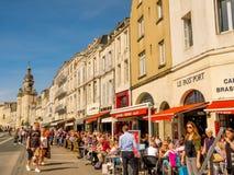 Promenade en la ciudad vieja de La Rochelle, Francia Imágenes de archivo libres de regalías