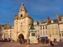 Promenade en la ciudad vieja de La Rochelle, Francia Fotografía de archivo