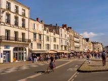 Promenade en la ciudad vieja de La Rochelle, Francia Imagen de archivo
