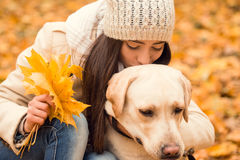Promenade en parc d'automne Images stock