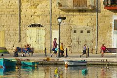 'promenade' en St Julians, Malta Imagen de archivo