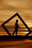 Promenade enceinte de silhouette Photographie stock libre de droits