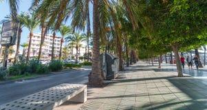 Promenade ensoleillée de mi matin le long des rues d'Ibiza Les gens et environ dans les rues de St Antoni de Portmany, Ibiza photographie stock libre de droits