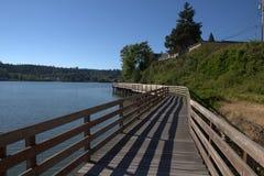 Promenade entlang Ufer Lizenzfreie Stockbilder