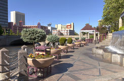 Promenade et stationnement du centre de Reno. Photo stock