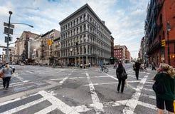 Promenade et vélo de personnes dans Soho Photo stock