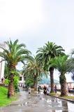 Promenade Gagra colonnade jour pluvieux en juillet 2016 Photo libre de droits