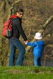 Promenade heureuse dans la forêt Photos libres de droits
