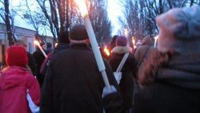 Promenade illuminée par des bougies banque de vidéos